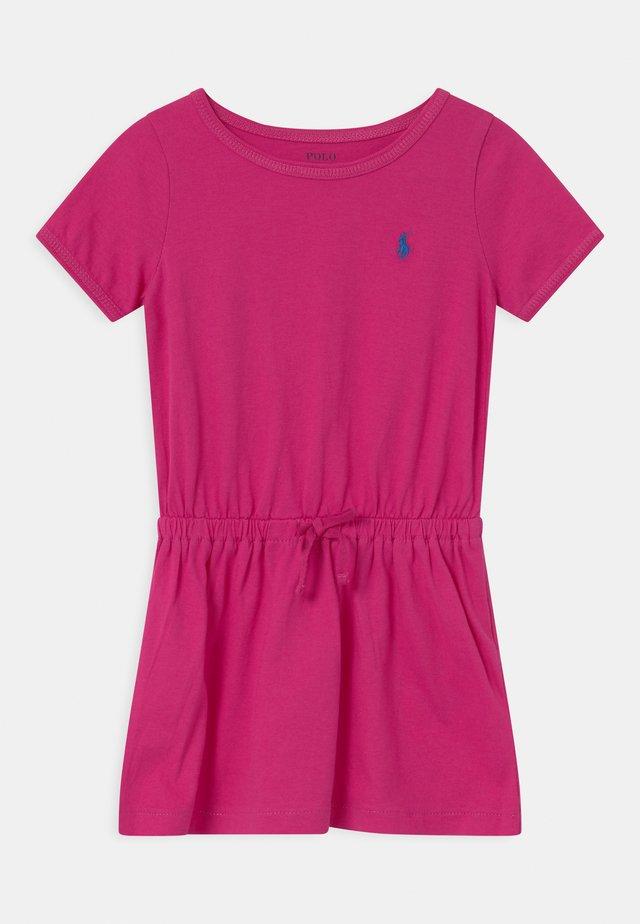 TIE  - Žerzejové šaty - accent pink