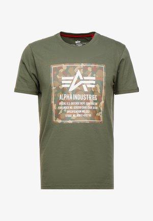 BLOCK TEE - Print T-shirt - dark olive