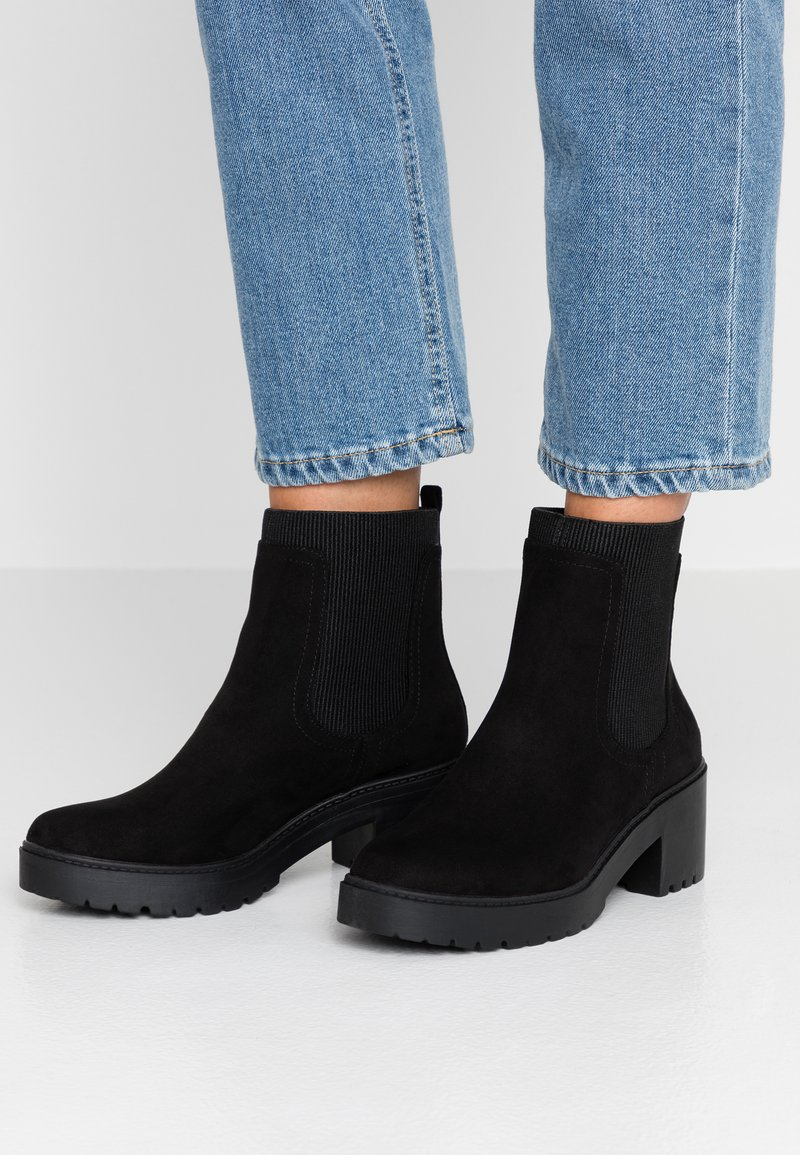 Dorothy Perkins - ALYSSA CHUNKY PULL ON CHELSEA BOOT - Platform ankle boots - black