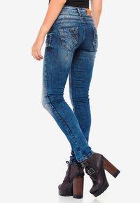 Cipo & Baxx - MIT COOLEM DOPPEL-BUND - Slim fit jeans - blau - 2
