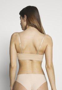 Calvin Klein Underwear - STRAPLESS CAPSULE - Reggiseno con spalline regolabili - bare - 2