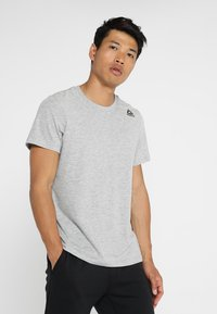 Reebok - CLASSIC TEE - Basic T-shirt - medium grey heather - 0
