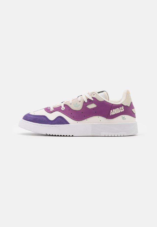 SUPERCOURT STYLE - Sneakers basse - footwear white/core white/collegiate Purple