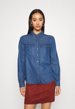 PCBELLIS MIX - Button-down blouse - medium blue denim