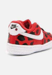 Nike Sportswear - FORCE 1 CRIB - Babyschoenen - red/white/black - 4