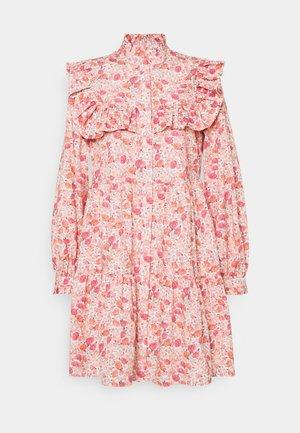 DEBBIE - Denní šaty - pink