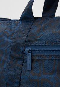 adidas by Stella McCartney - LARGE TOTE - Treningsbag - blue/black/white - 2