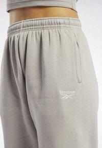 Reebok Classic - CLASSICS COZY - Pantalon de survêtement - grey - 3
