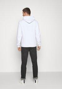 Pier One - Jersey con capucha - white - 2