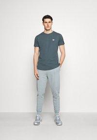 Smilodox - Print T-shirt - graublau - 1