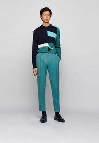 BOSS - KIRIO - Trousers - open green - 1