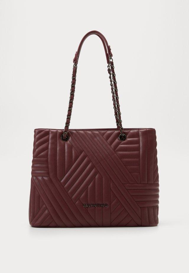 SIGNORIA - Handbag - vino