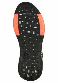 adidas Performance - PULSEBOOST - Zapatillas de running estables - core black / night metallic / signal pink - 4