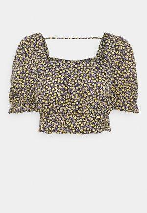 PCMELLA CROPPED - Camiseta estampada - navy blazer/yellow/purple/white