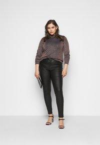 JUNAROSE - by VERO MODA - JRFOUR COATED PANTS - Jeans Skinny Fit - black - 1