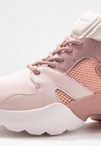 Tamaris Fashletics - Sneakers - rose - 2