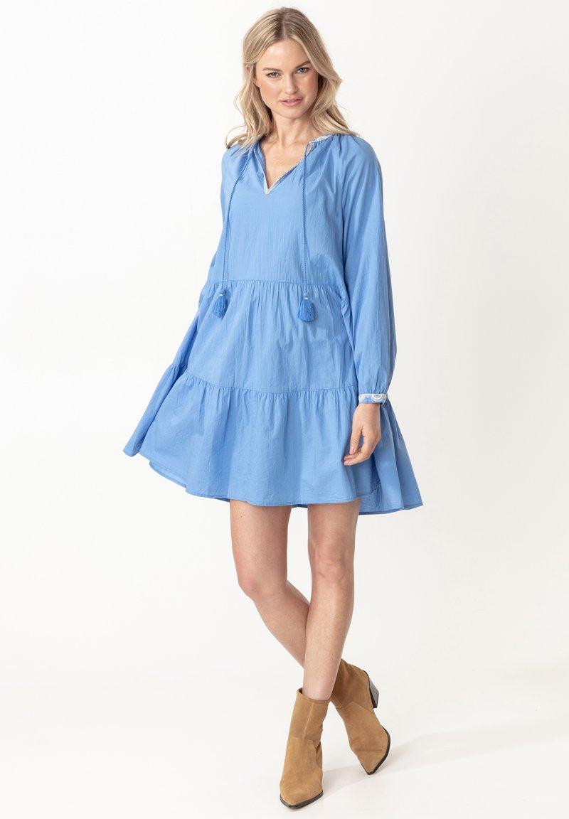 Indiska - ESTELLE - Korte jurk - blue