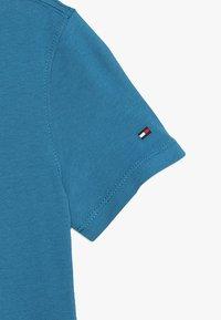 Tommy Hilfiger - LOGO TEE  - Print T-shirt - blue - 3
