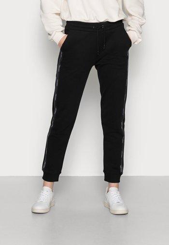 LOGO TAPE JOGGER - Pantalon de survêtement - black