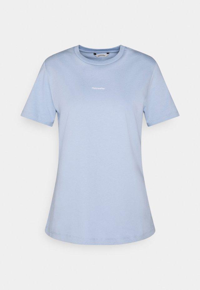 SUZANA TEE - T-shirts - light blue