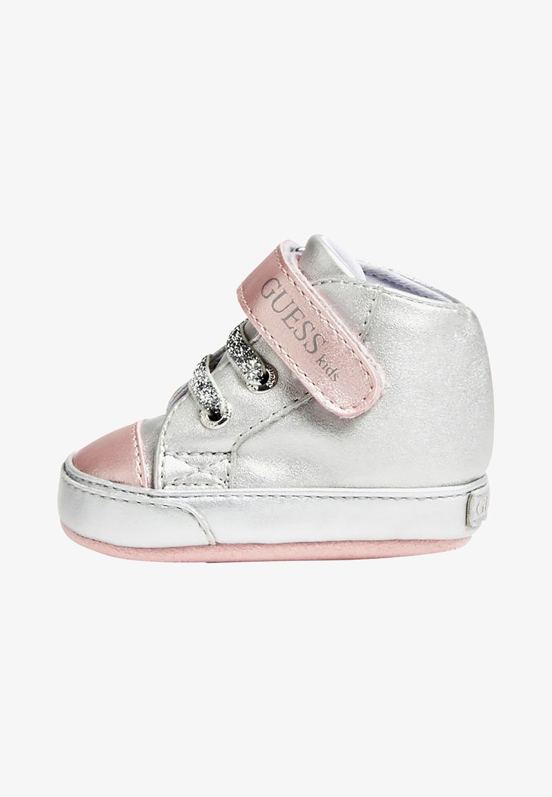 Guess - FLYNNA MIT KLETTVERSCHLUSS - Baby shoes - silver