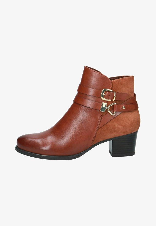 STIEFELETTE - Boots à talons - cognac comb