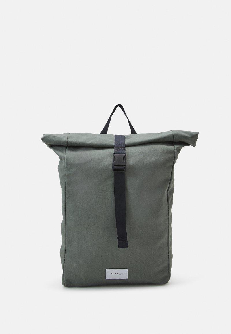 Sandqvist - KAJ UNISEX - Batoh - dusty green/navy