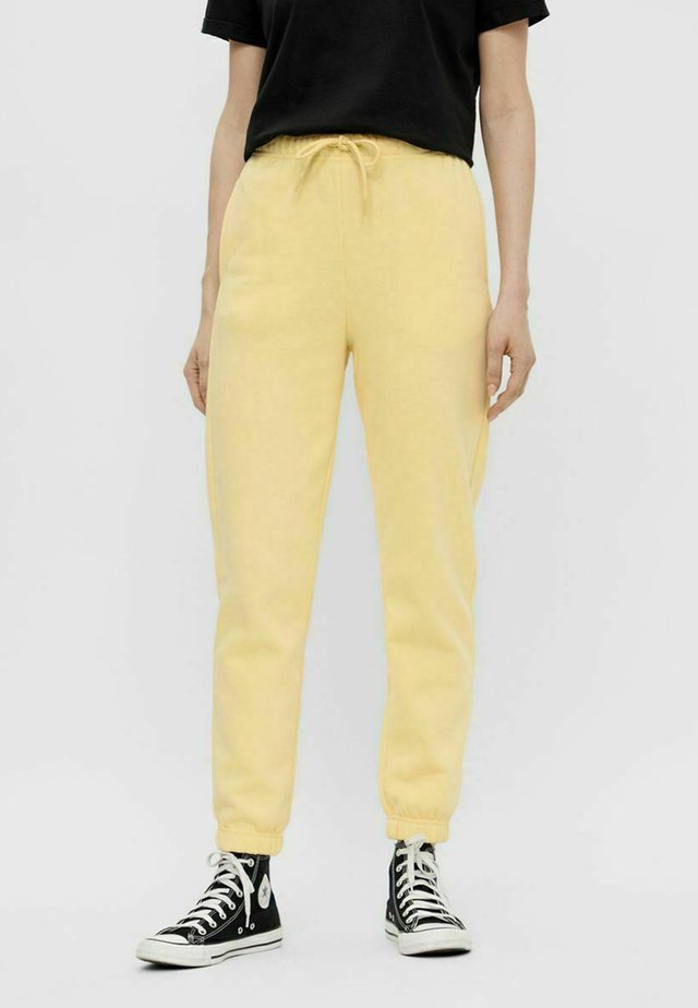 PCCHILLI PANTS - Pantalones deportivos - pale banana