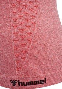 Hummel - SEAMLESS - Sports shirt - sugar coral melange - 5