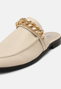 Nly by Nelly - CHUNKY CHAIN LOAFER - Mules - beige - 7