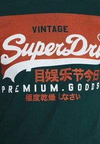 Superdry - TEE - Print T-shirt - pine green - 5
