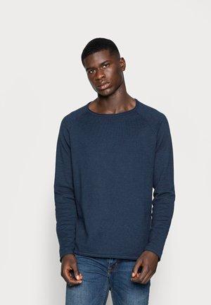 JJEUNION CREW NECK ESSENTIALS - Stickad tröja - ensign blue/navy blazer