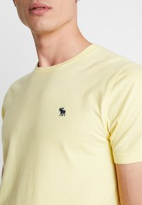 Abercrombie & Fitch - POP ICON CREW - T-shirt basic - popcorn with mood indigo - 4