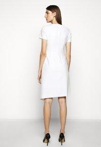 HUGO - KIBINA - Pouzdrové šaty - natural - 2