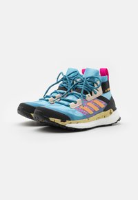adidas Performance - TERREX FREE HIKER PRIMEBLUE  - Vaelluskengät - haze sky/haze orange/screw pink - 1