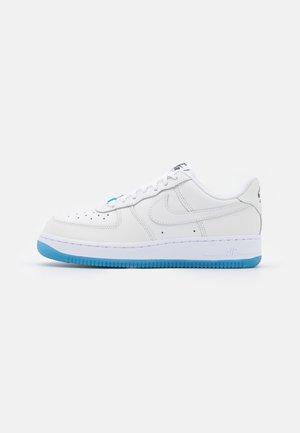 AIR FORCE 1 - Sneakers - white/university blue/black