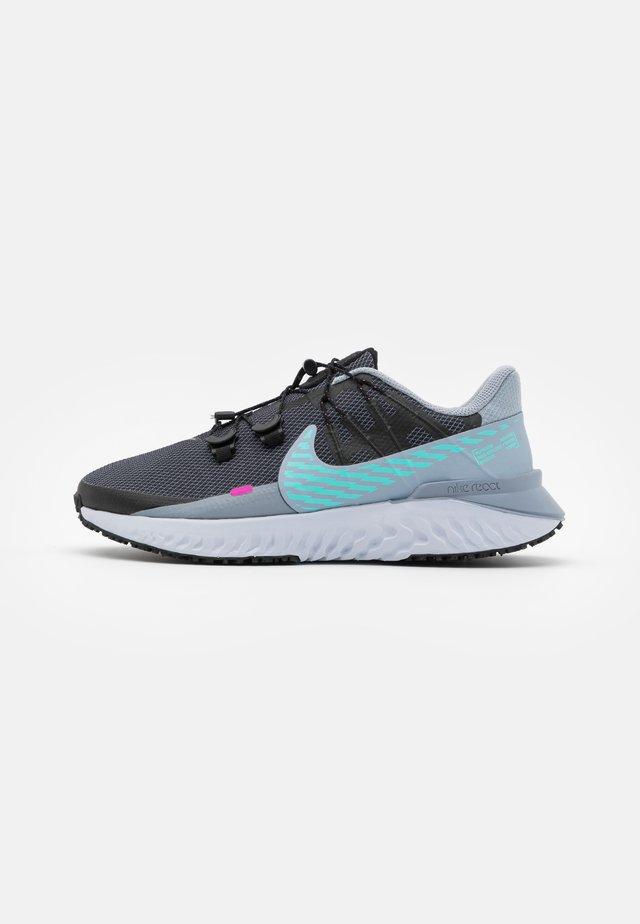 LEGEND REACT 3 SHIELD - Obuwie do biegania treningowe - obsidian mist/aurora green/black/fire pink/chrome/football grey