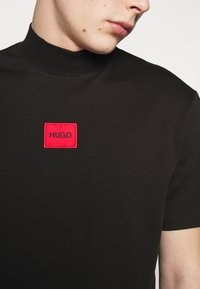 HUGO - DABAGARI - T-shirt basique - black - 6