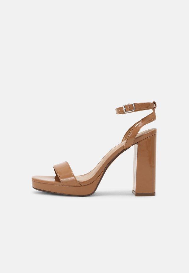 DANCERR - Sandalen met hoge hak - camel