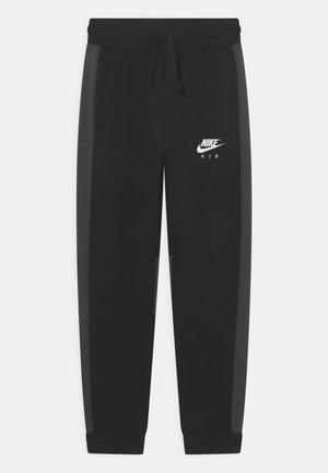 AIR PANT - Pantalones deportivos - black/anthracite/white