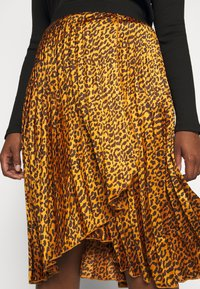 CAPSULE by Simply Be - ANIMAL PRINT WRAP FRONT PLEATED MIDI SKIRT - A-line skirt - tan/black - 4