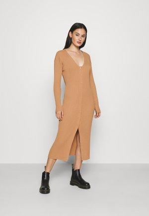 ALIA  - Pletené šaty - beige