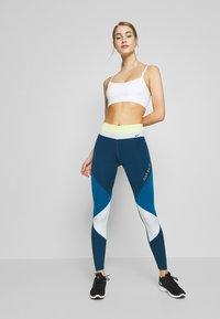 Nike Performance - INDY LUXE BRA - Sujetadores deportivos con sujeción ligera - summit white/platinum tint - 1