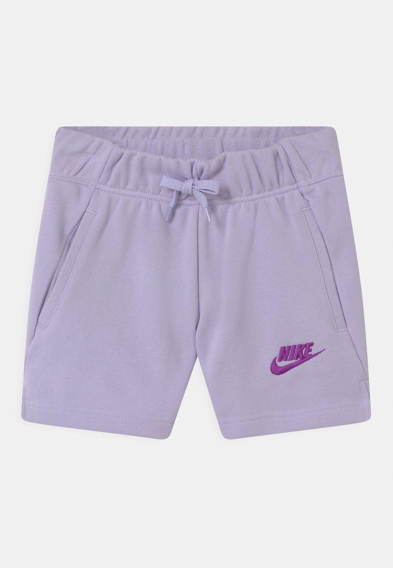 Nike Sportswear - CLUB - Szorty - purple chalk