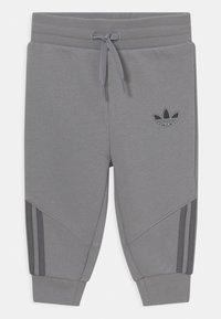 adidas Originals - CREW SET UNISEX - Trainingspak - mottled dark grey - 2