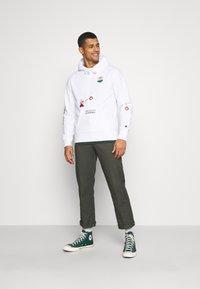 Champion Rochester - HOODED NINTENDO - Sweatshirt - white - 1