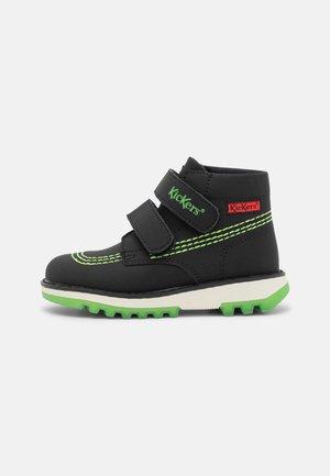 KICKFUN - Classic ankle boots - noir/vert