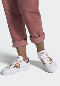 adidas Originals - STAN SMITH SPORTS INSPIRED SHOES - Trainers - ftwr white/power berry/pink tint - 0