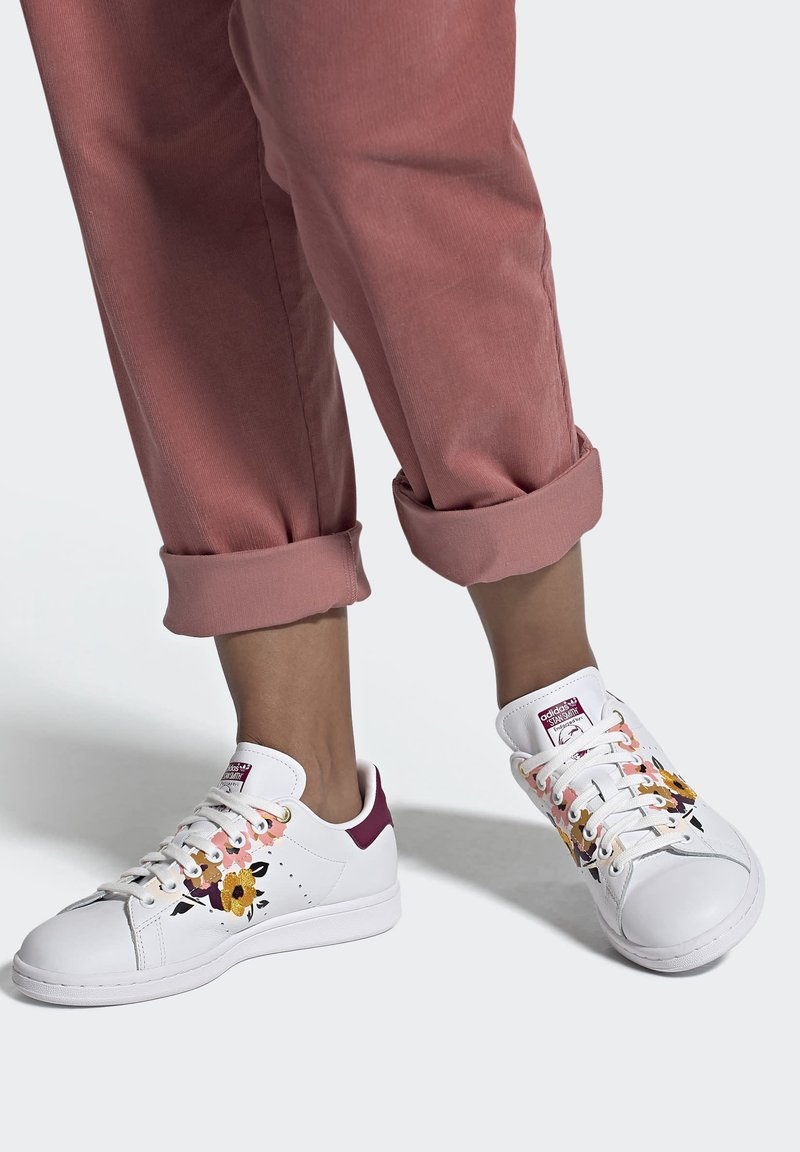 adidas Originals - STAN SMITH SPORTS INSPIRED SHOES - Trainers - ftwr white/power berry/pink tint