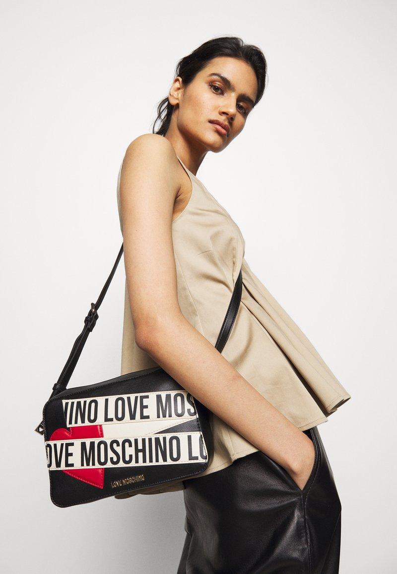 Love Moschino - BORSA AVORIO - Taška spříčným popruhem - black